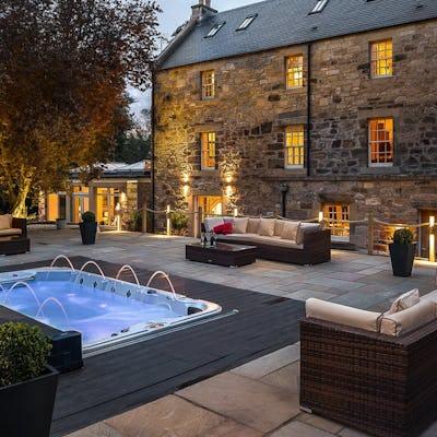 Group accommodation (10+)