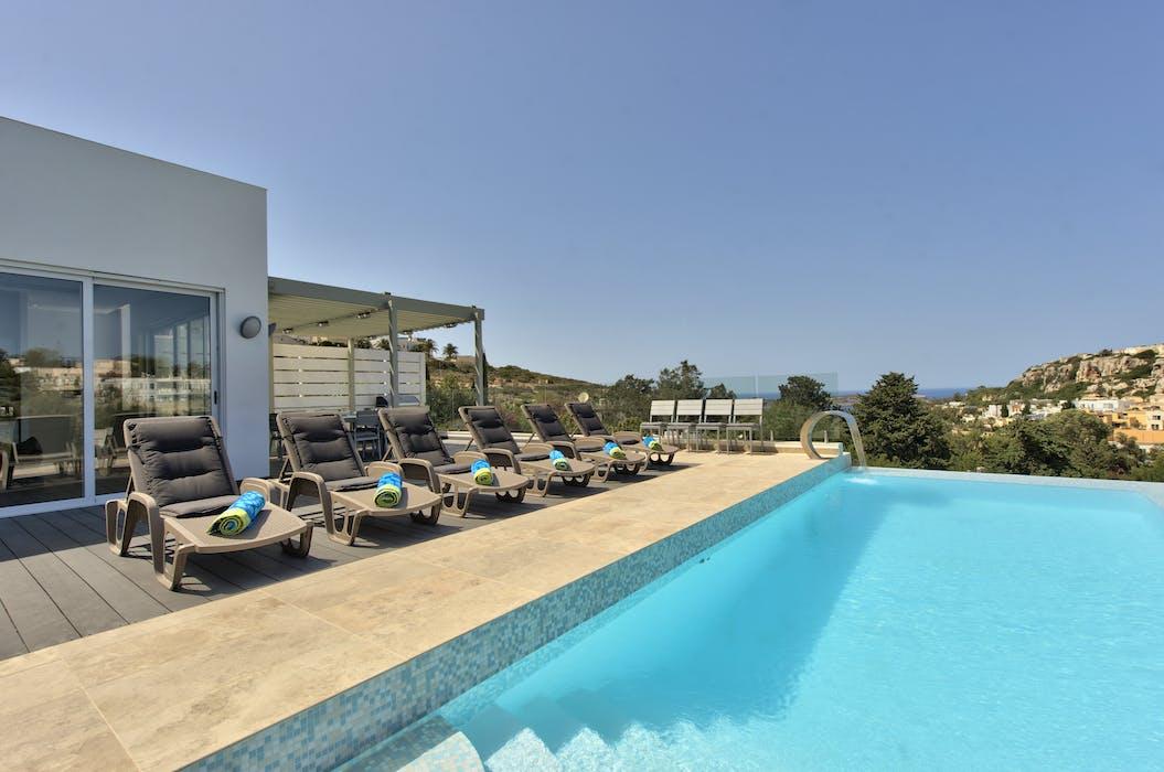 Villa Carob Hill Stunning 4 Bed Villa In Mellieha Malta