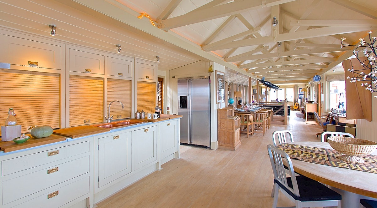 Harpy Houseboat Tower Bridge - Luxury 4-bedroom houseboat on