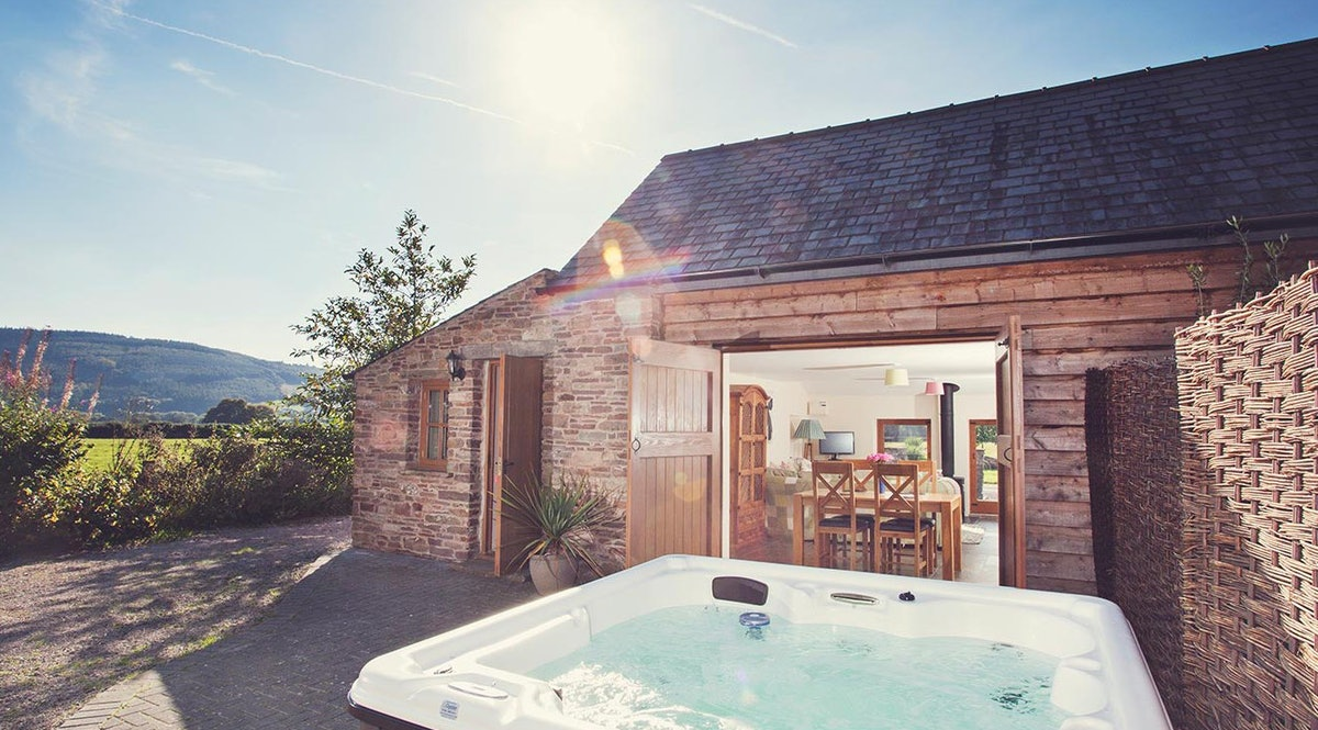 Miraculous Brecon Cottage A Cottage With A Hot Tub In The Brecon Beacons Download Free Architecture Designs Grimeyleaguecom