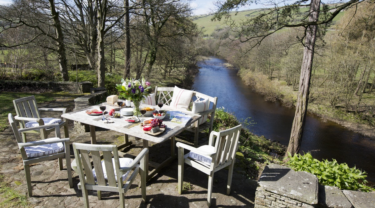 Lawn House – a riverside Georgian manor house in the Yorkshire Dales