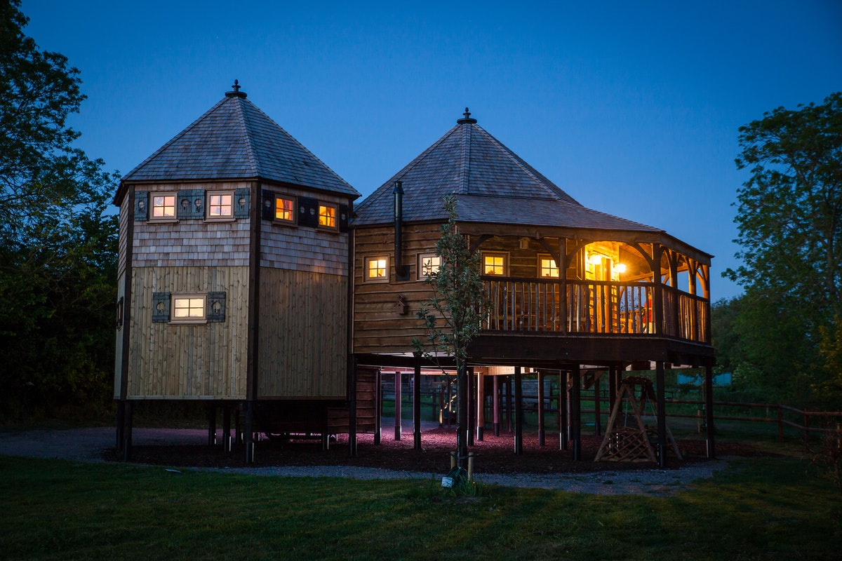 King arthur 39 s willow tree house luxury in the wiltshire for The willow house