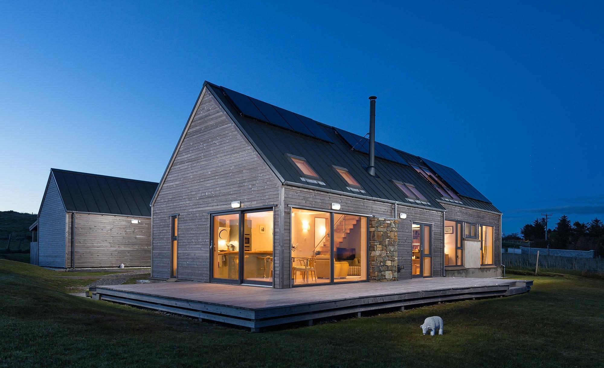 Lewis Longhouse Luxury Home On The Beautiful Scottish