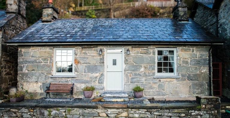 Dolydd Cottage