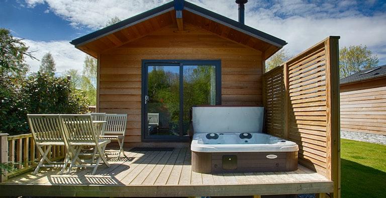 Braidhaugh Riverside Lodge with Hot Tubs